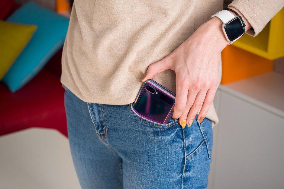 Galaxy Z Filp به راحتی در جیب جا می شود